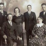 Ragnar och Elin med sina barn Johnny, Therésia, Gustav och Karl (från vänster till höger)
