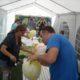 Sommarfest med tävlingar, här: raka ballongen